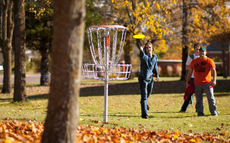 Northland students playing frisbee golf