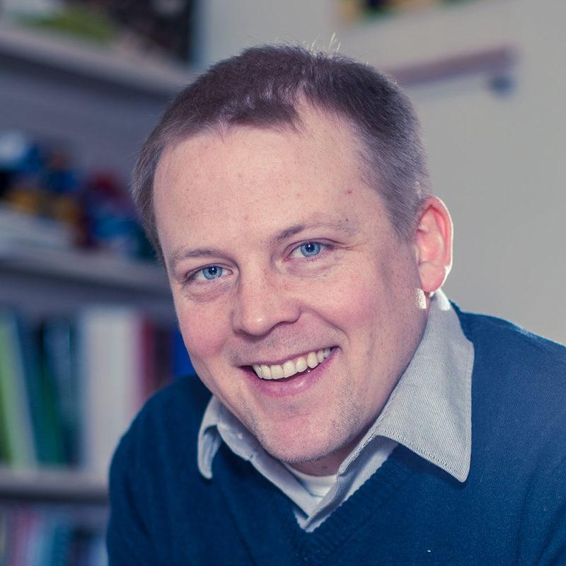 Erik Olson faculty headshot