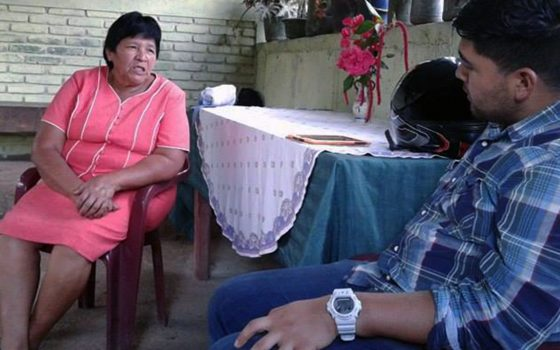 Northland College alumnus Adrian Diaz talking to woman in Nicaragua