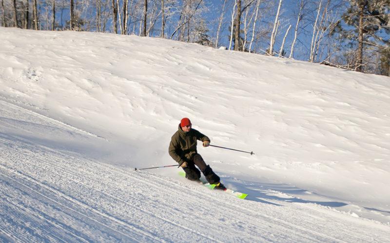 telemark skiing