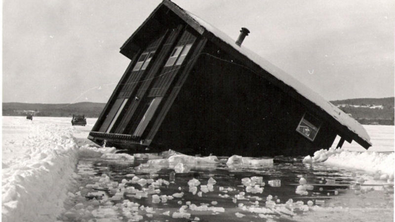 Northland College alum Rocky Barker's photo of the house that sunk on Lake Superior